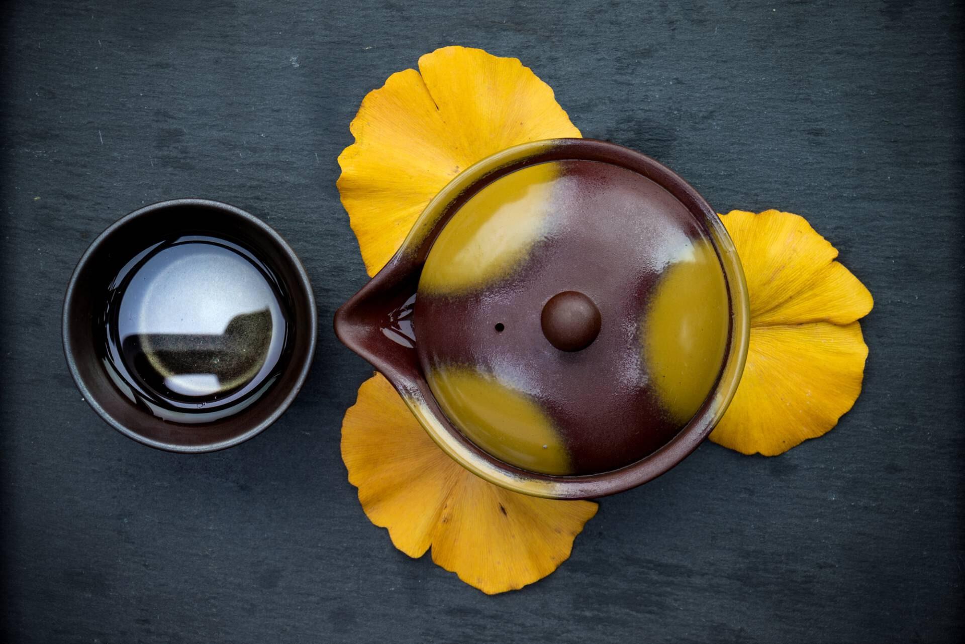 Tea Passion_Sven-Christian Lange_Branding Photography_Japanese Ginko Gaiwan Arrangement_Brown And Yellow_Tea Bowl_On Grey Slate Tray_Green Tea_Tea Ceremony_Wabi Sabi