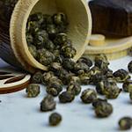 Tea_Passion_Sven-Christian Lange_Branding Photography_Tea Ceremony_White Tea_Dragon Pearls Rolling Around Wooden Caddy_Chazutsu_Wabi Sabi_alveus
