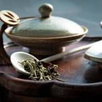 Tea_Passion_Sven-Christian Lange_Branding Photography_Tea Ceremony Arrangement With Antique Korean Pottery On Ancient Korean Wooden Stand_Tea Caddy_Bowl_White Moonlight_White Tea_alveus