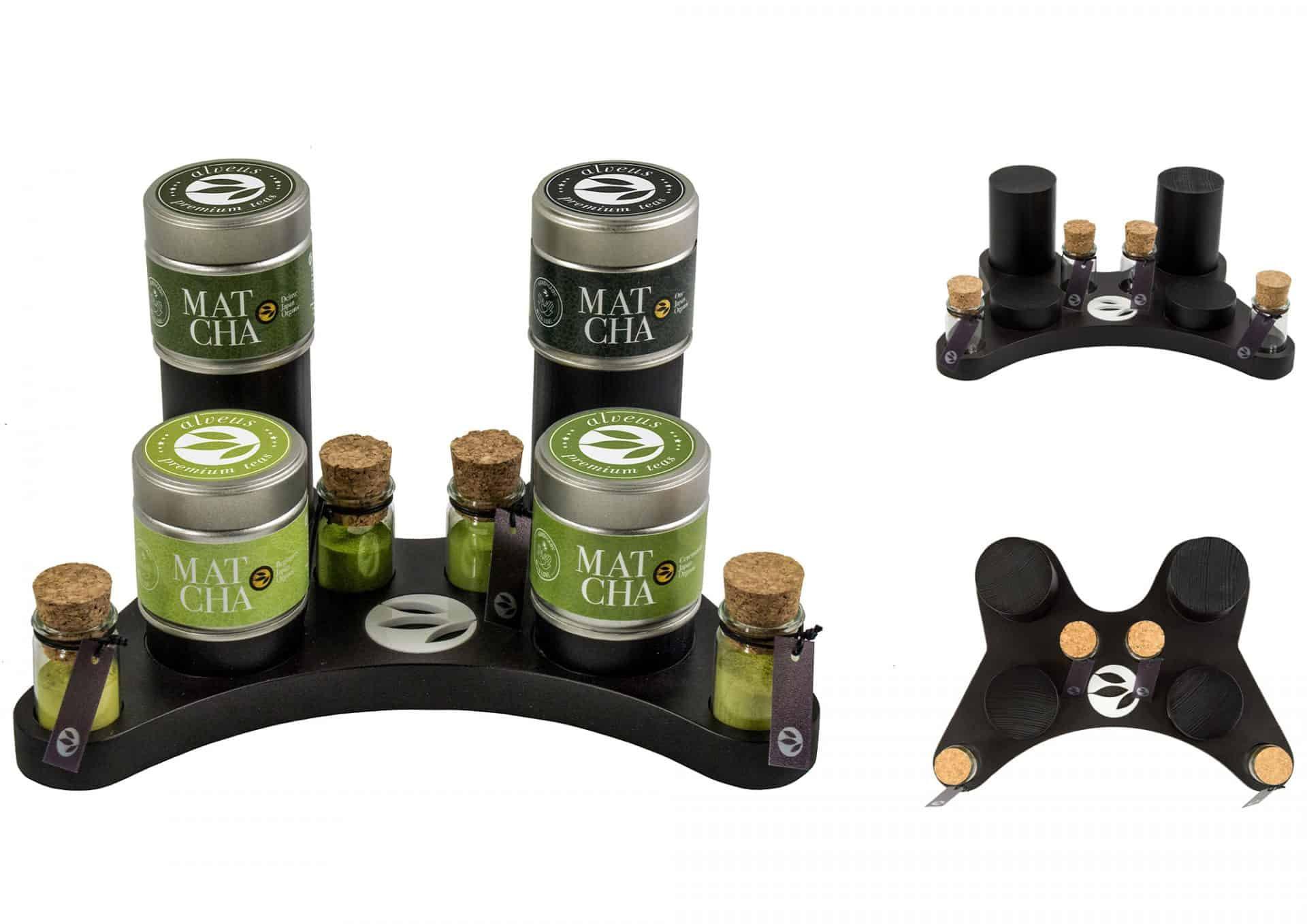 alveus Matcha Controller zur würdevollen Präsentation der 4 wertvollen Matchas von alveus mit Tester-Gläsern und verschieden hohen Präsentations-Sockeln designed in Form eines Game-Controllers aus schwarzer MDF von Lange Architekten als Serien-Produkt für alveus