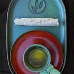 Tea Passion_Sven-Christian Lange_Branding Photography_Colorful Turquoise And Red Tea Bowl Arrangement_Plate With Delicious Korean Cookie Roll_Green Tea_Tempelflower_Tea Ceremony