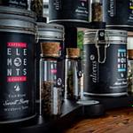 komplettes Tee-Buffet mit schwarzen Tee-Displays für alveus Elements Baredition als komplette und anspruchsvolle Lösung für gehobene Gastronomie und Hotel designed von Lange Architekten als Serienprodukt für alveus-premium-teas